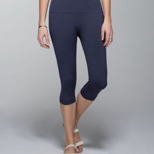 Lululemon Navy Ebb and Flow II Crop 6